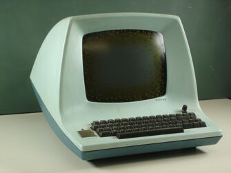 Vorschaubild Monitor mit Tastatur