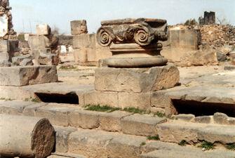 Vorschaubild Bosra, Syrien, Kryptoporticus (Lichtschlitze)