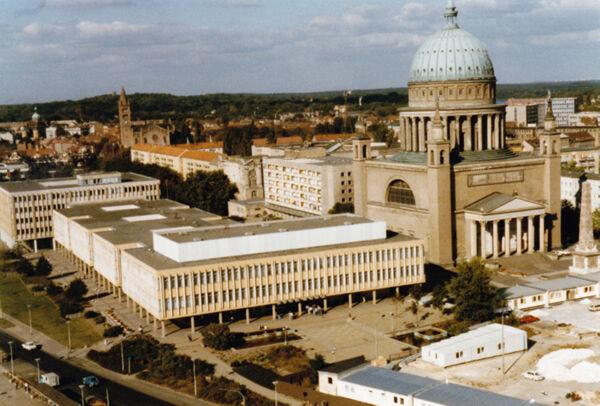 translation missing: de.preview Nikolaikirche und Fachhochschule (Institut für Lehrerbildung), Foto 1989