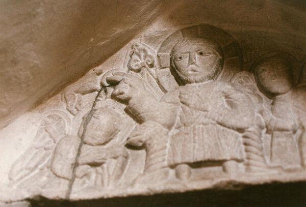 Vorschaubild Pfarrkirche, Chor, Tympanon der Sakristeitür