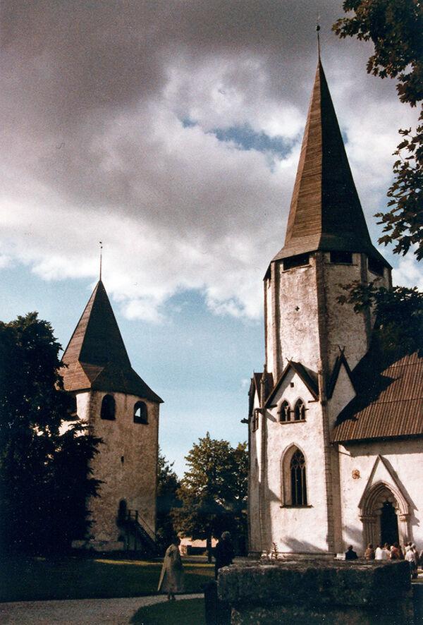 Vorschaubild Pfarrkirche, oktogonaler Westturm und Kastal (Burgturm)