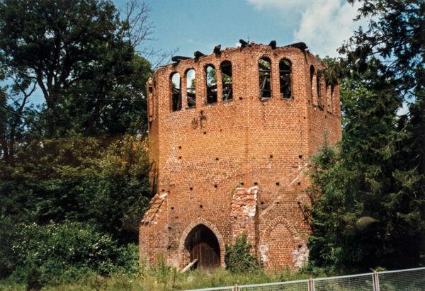 Vorschaubild Klosterkirche, 1989 abgebrannter Glockenturm (Foto1990)