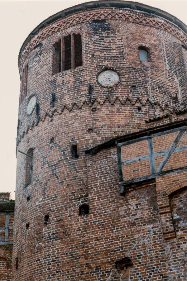 Vorschaubild Burg, Bergfried (Foto1990)