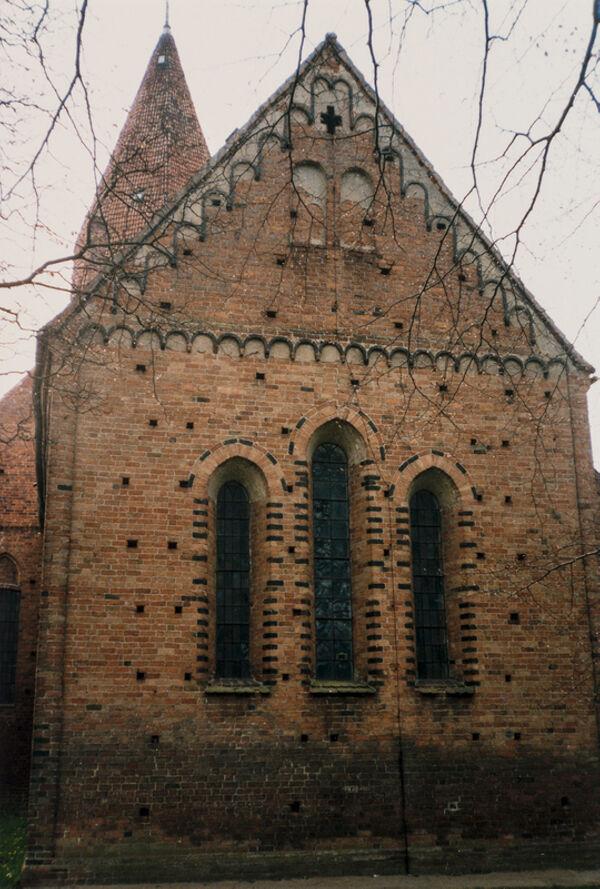 Vorschaubild Stadtkirche, Chor von Osten mit Dreifenster (Foto 1990)