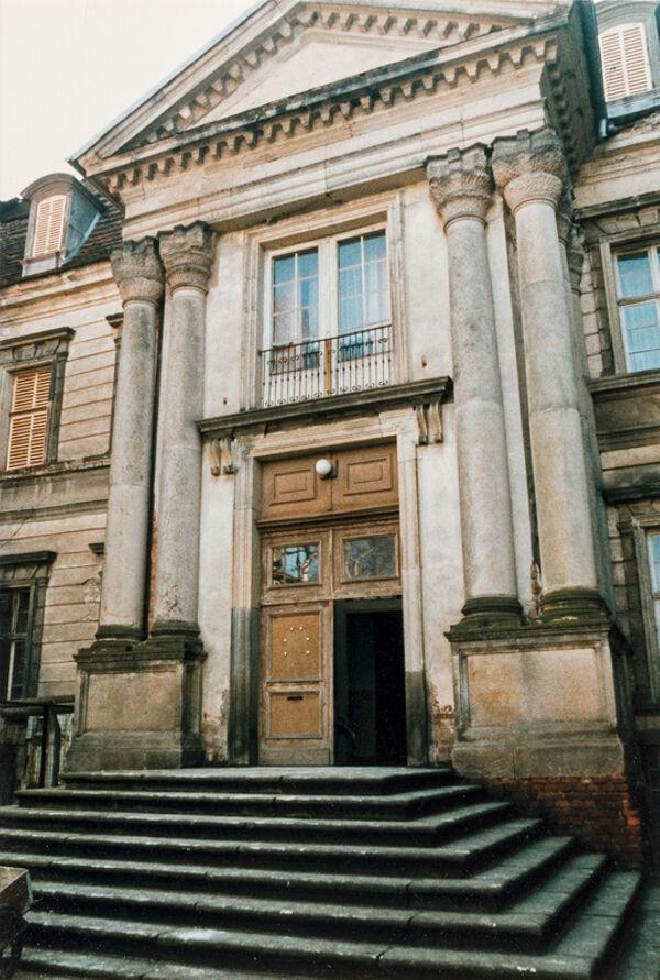 Vorschaubild Neues Schloss, Ehrenhof, Haupteingang (Foto1990)