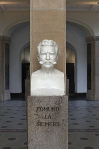 translation missing: de.preview Büste Edmund J. A. Siemers