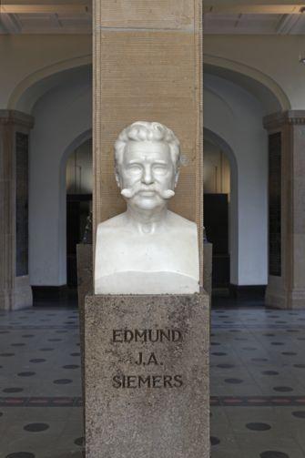 Vorschaubild Büste Edmund J. A. Siemers